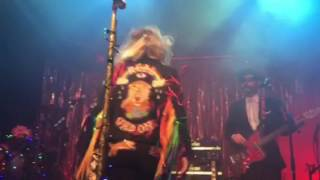 Kesha And The Creepies performing We R Who We R live in Pittsburgh 8-10-16