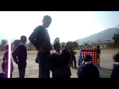 Pokhara-孩子們在戶外上課