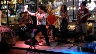 Música en directo en Ploen Ruedee Night Market Chiang Mai, Tailandia