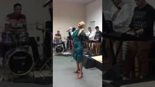 Escudo - Voz da Verdade (Sabrina Nascimento e Banda)