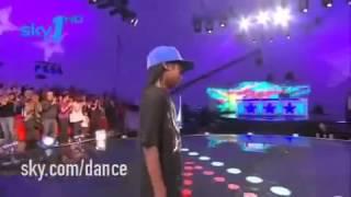Menino de 10 anos dança pra caramba !!