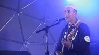 Valdir Agostinho no palco do Tamar na Barra da Lagoa, Florianópolis.