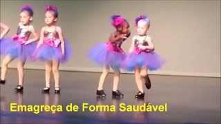 Menina Rouba a Cena em Show Dançando Sapateado2]