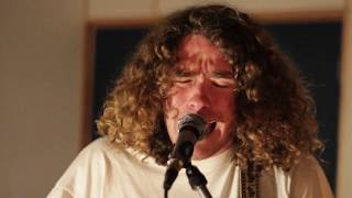 Noah Dillon - 'Hello Dear' Live at Tunafish Studio