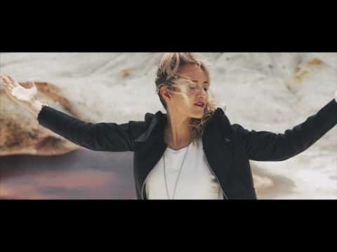 No Me Pidas de Vicky Corbacho Letra y Video