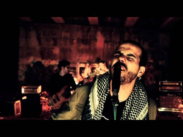 """Videoclip oficial de """"Niebla y Hollín"""", perteneciente al álbum homónimo."""