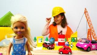 Barbie Araba Oyunu Oyna! ⛽🚧🚗👸 Barbie Chelsea yolda kaldı! Lego benzin istasyonu oyunu burada!