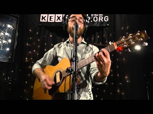 Vídeo de Woods tocando en la emisora KEXP
