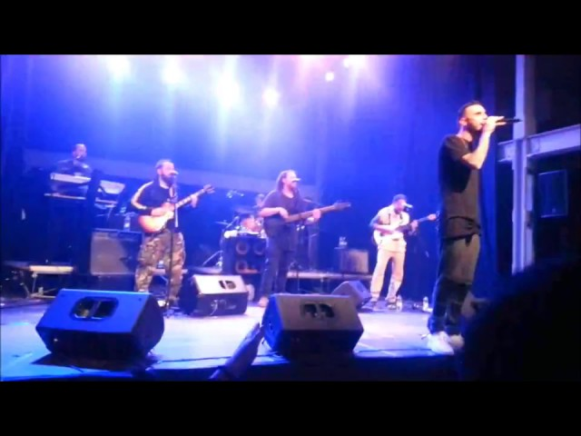 Vídeo de un concierto de Fyahbwoy y Forward Ever Band.