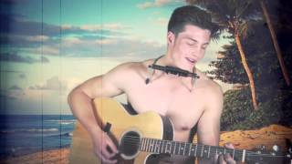 Brendan Peyper sings topless on a beach