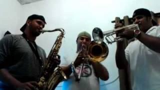 Trio Metal Brasszil, Introdução da Música Entre Tapas e Beijos (Versão Calypso)