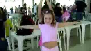 Ana Clara dançando