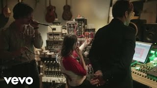 Cage The Elephant - Tell Me I'm Pretty (Webisode 4)