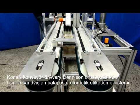 Üçgen sandviç şeffaf ambalaj otomatik üst etiketleme sistemi..