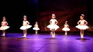 Gabriela Costa - 3 anos - Ballet 2010.