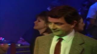 Mr.Bean in club dancing on Drum and Bass