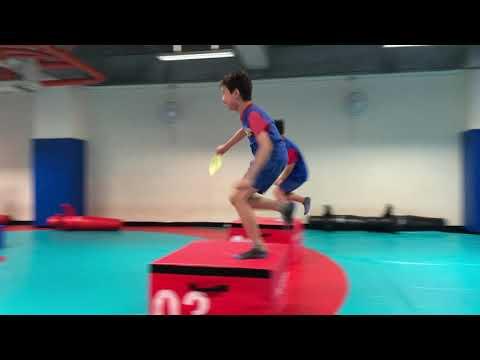 體育課跑跳遊戲之一 (男生)- YouTube
