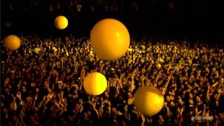 Coldplay Live from Japan (HD) - Yellow width=