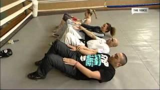 На боксовия ринг с Лора Караджова - част II