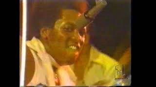 Commodores - Machine Gun (live 1974)