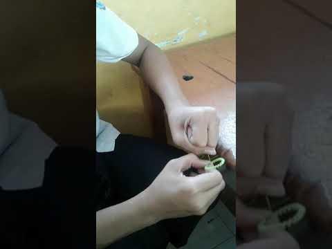 Pembuatan bunga dari benang