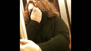 fou rire de la kiki  dans le métro toulousain station trois cocu