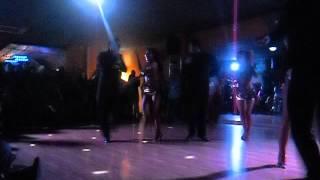 espectaculo de salsa del grupo OMKARA Dance company en salseros si llaman yo vengo