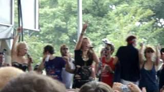 "Ke$ha performs ""TiK ToK"" live at Lollapalooza"