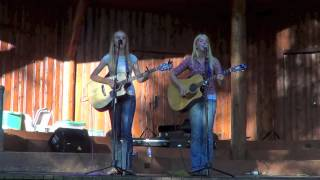 Old Cook Pot By The Goldmine Girls - Traditional song cover