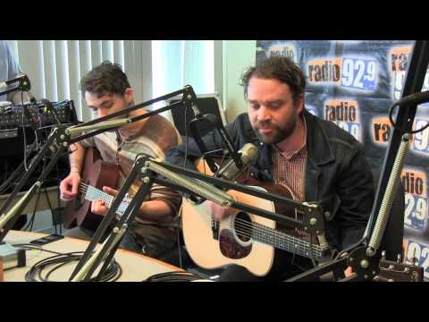 frightened-rabbit-backyard-skulls-radio929