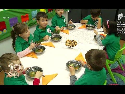 Trucuri prin care îi poți obişnui pe copii să mănânce sănătos