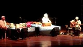 Snatam Kaur en Paraguay - Soy la luz de Dios (I Am The Light of God)