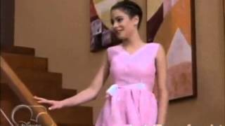 Violetta cap 3: Entrada a su fiesta de 17 con el vestido de su madre.