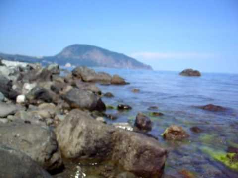 Гурзуф Крым, дикий пляж, 1 июня, вода 20 гр.