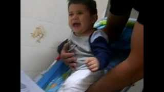 Bebê chorando p/ ficar no colo