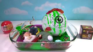 CUTTING OPEN Slime Oozing Disgusting Eyeballs Squishy Mashem Splat Ball and Gross Toys