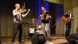 """Le Trio Rémi Geffroy  avec Marc au violon du groupe folk """"L'Envolée""""."""