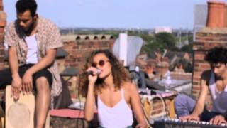 Izzy Bizu - Fools Gold (Rooftop Sessions)