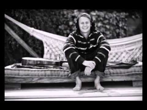 ben-howard-three-tree-town-bestmusicvideo1