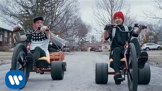 twenty one pilots: Guns For Hands [OFFICIAL VIDEO] width=