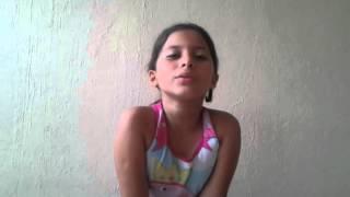 Kamilly cantando espírito santo
