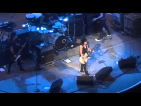 joan-jett-and-the-blackhearts-go-home-live-in-san-antonio-2-24-12-the4cylinder