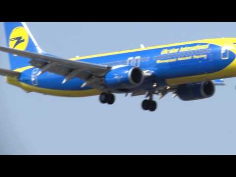 Ukraine international boeing 737-800, canon sx50