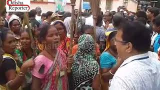 Temporary workers of Berhampur Municipal Corporation stage protest demanding regularisation of jobs width=