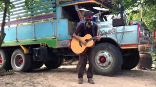 Impresionante Hombre Orquesta Callejero - Sompong Uma (Tailandia)