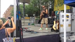 Tim Reynolds tears into new song at Sonic Lunch