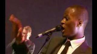 Amy Winehouse-Me And Mr Jones (live eurockeennes de Belfort)