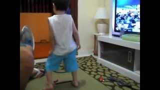 Arthur dançando Kuduro
