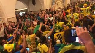 Após classificação, torcida brasileira faz a festa no metrô de Moscou