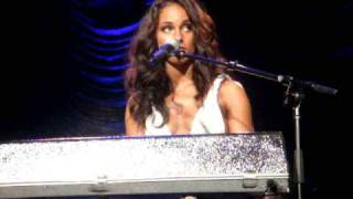 ALICIA KEYS LIVE - A Woman's Worth - Sydney Concert
